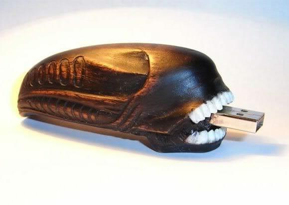 Pen Drive em forma de Alien é muito legal!
