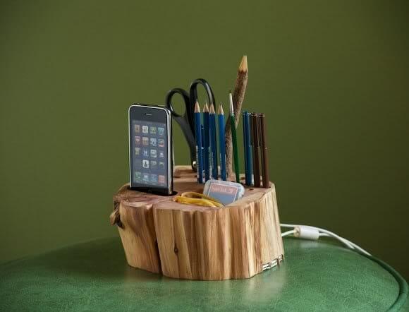 Porta canetas, Doca e Hub-USB feito de tronco de madeira.