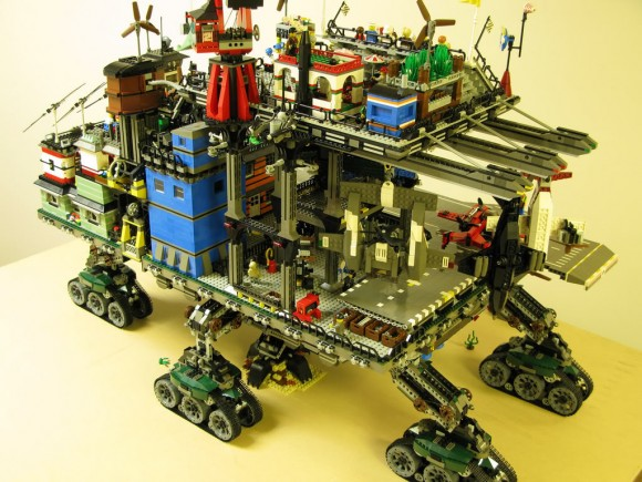 LEGO Crawler Town - Uma fantástica cidade sobre rodas feita de blocos de Lego!