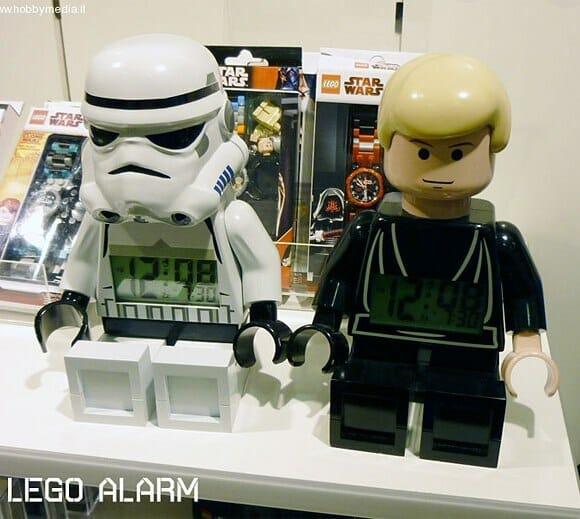 Rádio relógio em forma de bonecos de LEGO Star Wars.