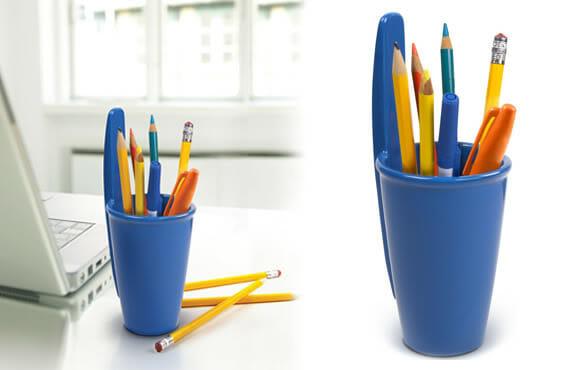 Porta canetas em forma de tampa de caneta BIC.
