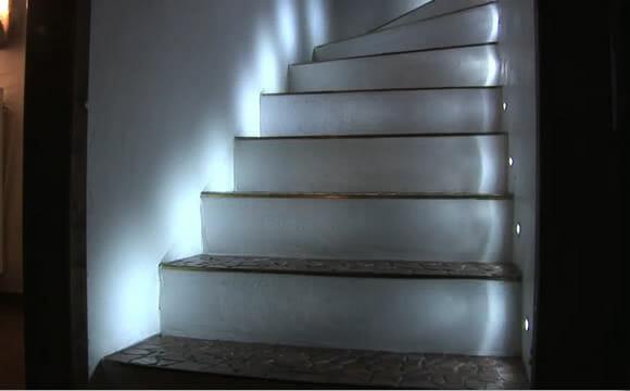Escada com iluminação Inteligente. Genial! (com vídeo)