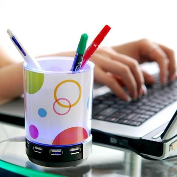 Hub USB, speaker, luminária e porta-canetas em um só gadget!