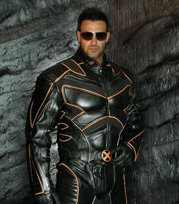Réplica oficial do Traje do Wolverine para Motociclistas. Cool!