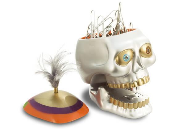 Um Crânio de utilidades para o escritório