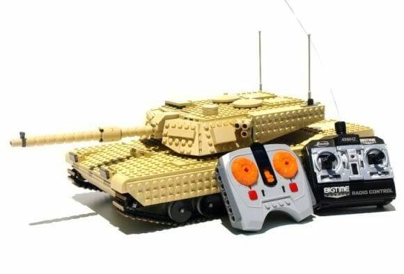 Tanque de guerra feito de LEGO que se movimenta e atira de verdade! (com vídeo)
