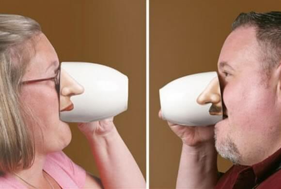 Canecas com nariz para melhorar o humor matinal.