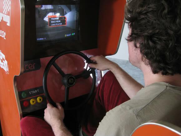 Racer - O game de corrida mais legal do mundo! (vídeo)