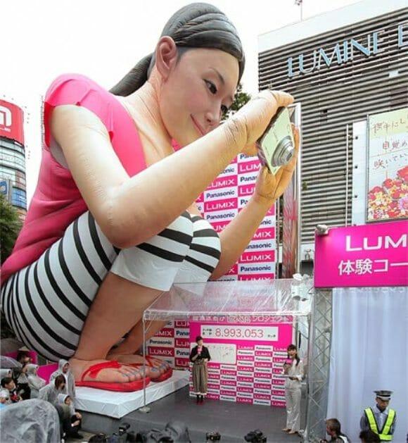 Um balão em forma de Gigante invade a cidade de Tokyo no Japão. (com vídeo)