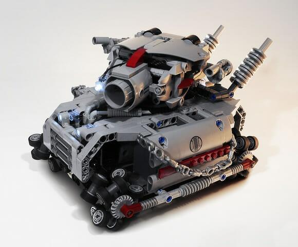 Tanque de controle remoto feito de LEGO com 48 rodas e um enorme canhão. (com vídeo)