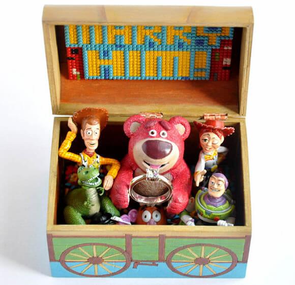 Caixa porta anel com personagens do filme Toy Story