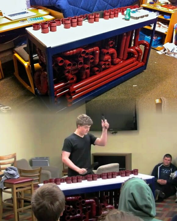 O incrível instrumento feito com encanamentos (com vídeo)