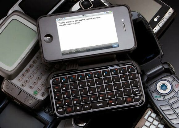 Case para iPhone com teclado QWERTY flip-out. (com vídeo)