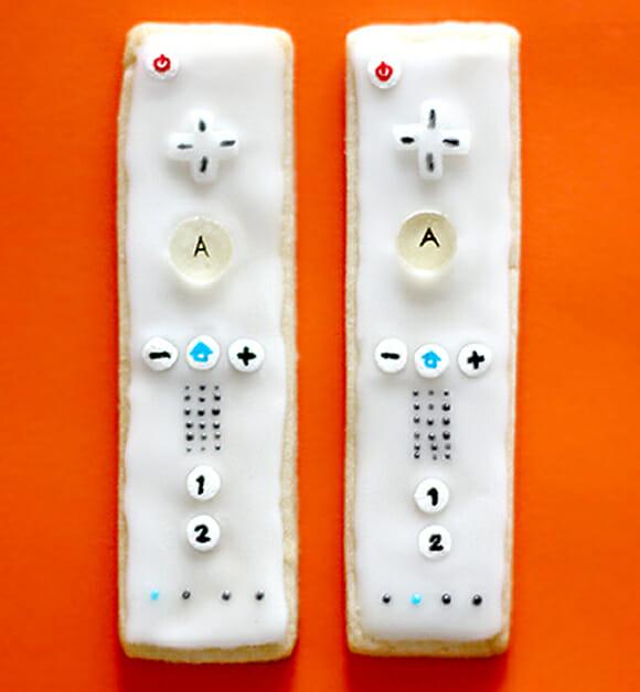 Biscoitos geeks em forma de controle do Nintendo Wii.