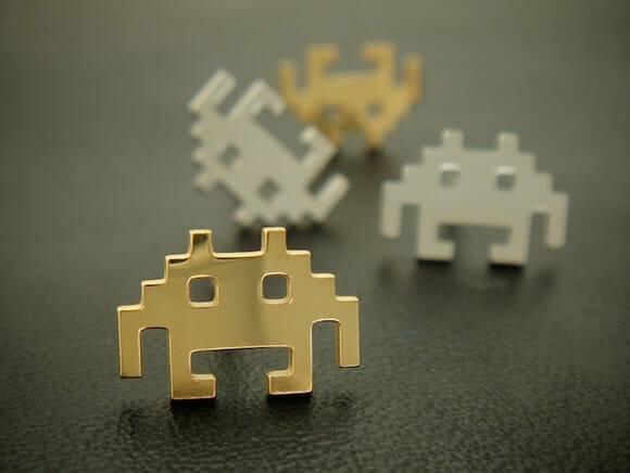 Brincos dos Space Invaders para meninas geeks.