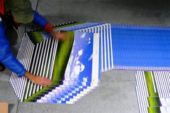 """Artista recria cenário do Windows XP """"travado"""" na vida real."""