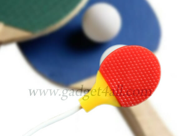 Fone de ouvido raquete de ping pong.