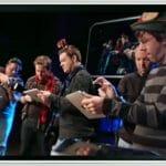 Banda faz show tocando músicas de Natal usando apenas iPhones e iPads. (com vídeo)