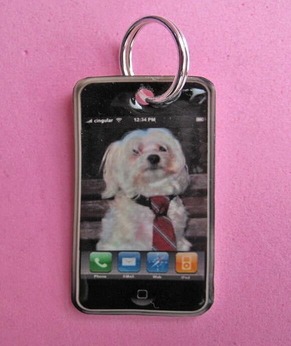 iPhone Collar Charm – Um iPhone feito pra cachorros.
