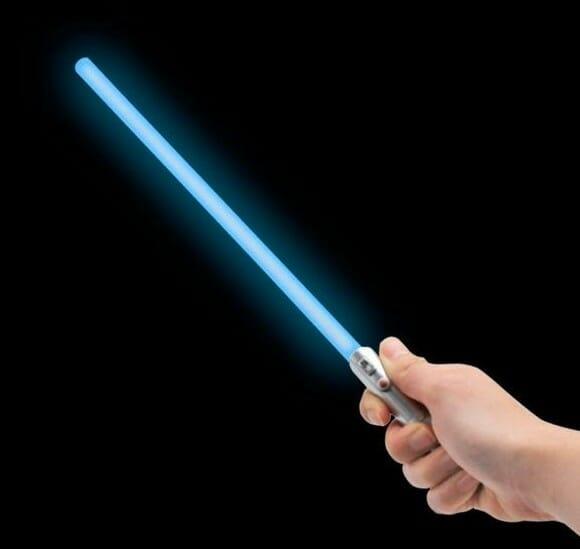 Um Sabre de Luz USB que se acende para iluminar o teclado do seu PC.