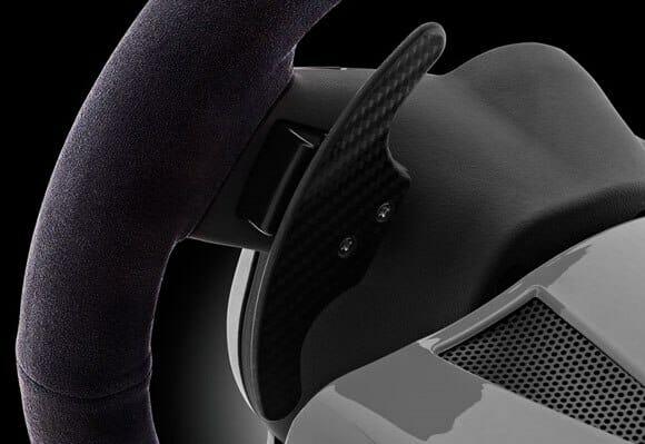 Uma réplica do volante da Porsche para jogar no Xbox 360, PS3 ou PC.