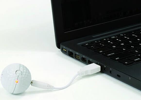 Golf Ball Speaker – Um speaker em forma de bola de Golfe.