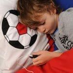 Travesseiro com speaker embutido para embalar o sono das crianças.