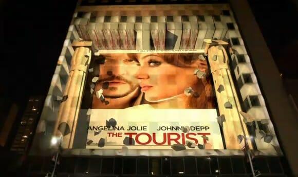 """VIDEOFUN - Projeção fantástica feita em edifício para promover o filme """"O Turista""""."""