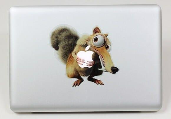 "Adesivo para MacBook inspirado no filme ""A Era do Gelo""."