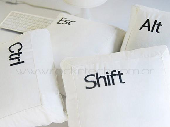 Almofadas que imitam teclas de teclado de PC