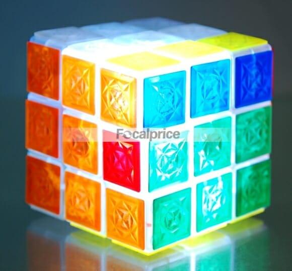 Cubo mágico iluminado para resolver no escuro.