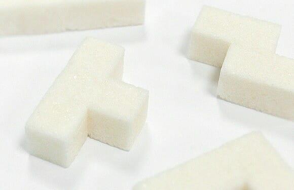 Turbine seu café da manhã com tabletes de açúcar em forma de blocos do game Tetris