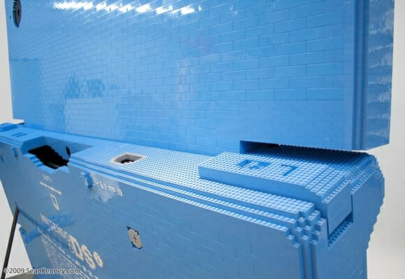 O maior Nintendo DSi do mundo é feito de LEGO.