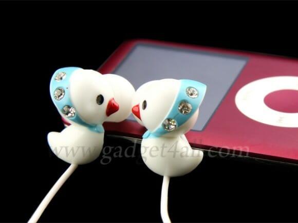 Simpáticos fones de ouvido em forma de patinho.