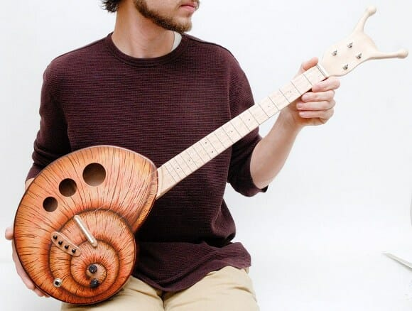 Diretamente da Fenda do Biquíni: Guitarra Caracol!