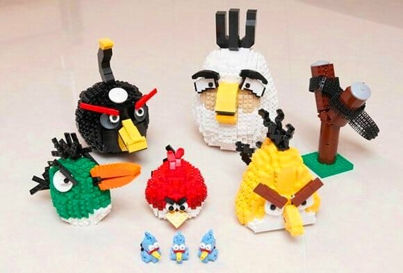 Personagens do game Angry Birds feitos de LEGO