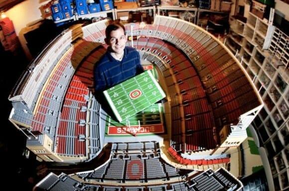 Professor usa 1 milhão de blocos de LEGO para criar réplica do estádio de Ohio