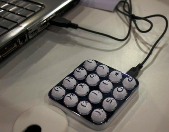 O teclado perfeito para quem adora emoticons :P