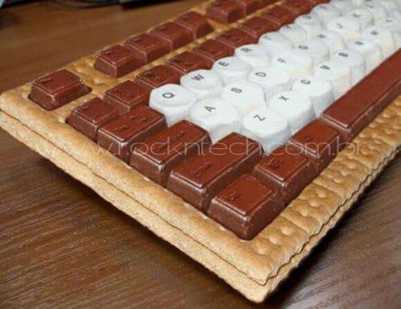 Um teclado feito com marshmallow e chocolate. Hummm!