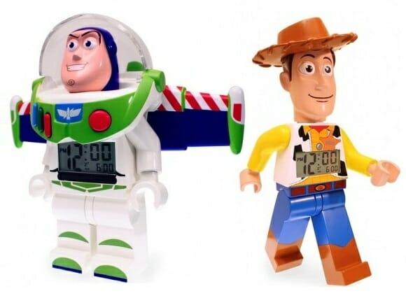 Despertadores Buzz Lightyear e Woody de Toy Story em forma de Minifigs de LEGO