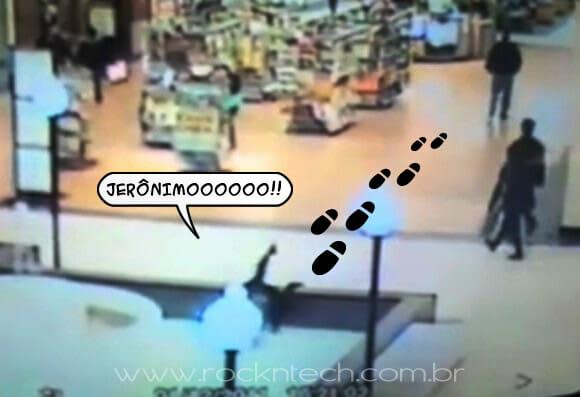 VIDEOFUN - FLAGRA! Garota cai na fonte de um Shopping Center enquanto envia torpedo.