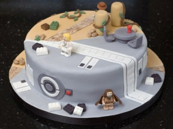 Bolo Nerd Detectado: Metade LEGO Indiana Jones metade LEGO Star Wars