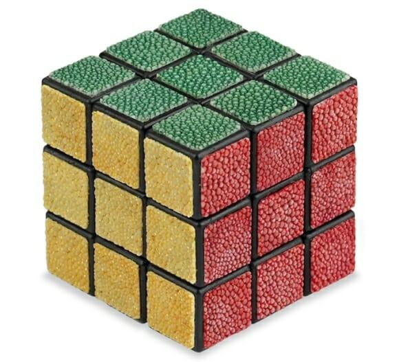Cubo mágico com acabamento em couro por apenas 2 mil dólares.
