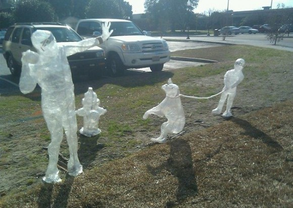 As incríveis esculturas feitas com fitas adesivas.