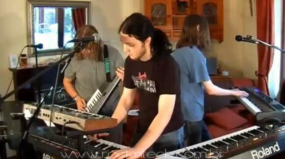 VIDEOFUN - Três garotos, seis teclados e uma miscelânea de músicas dos anos 80