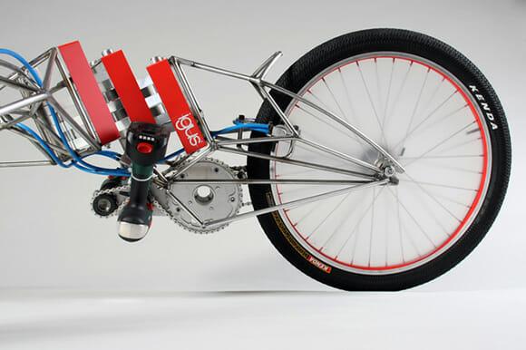 Bicicleta movida a parafusadeiras. Hã!?