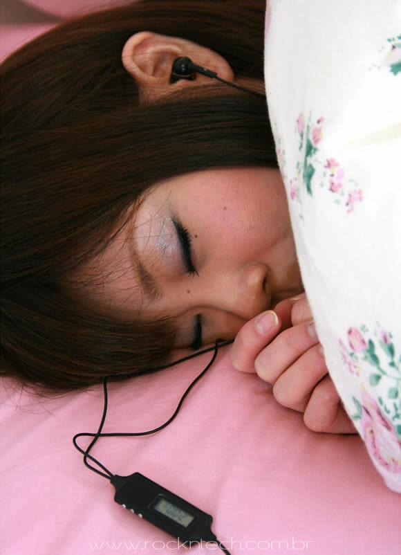 Earinalm - Um fone de ouvido que vem com despertador embutido.