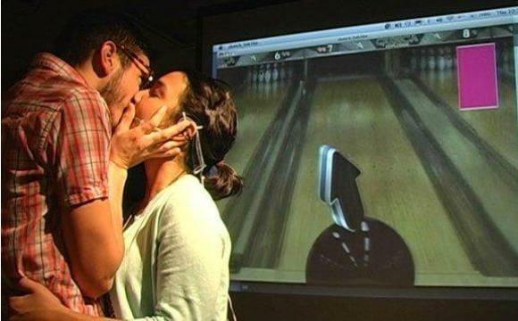 Agora já é possível jogar jogos de videogame beijando!  ;*