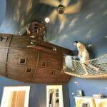 Um quarto incrível que tem até navio pirata!