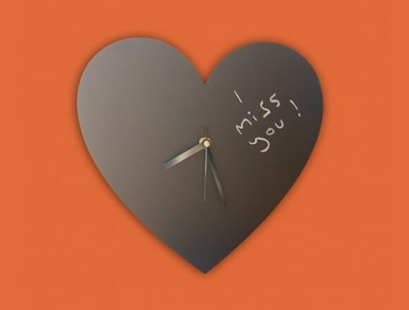 Três relógios para casais apaixonados.